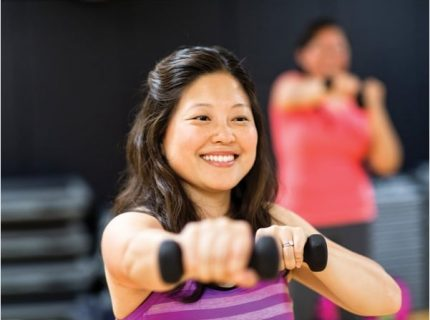 Woman-in-Group-Exercise-Class-Schedules