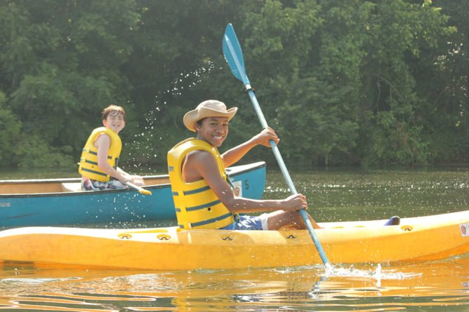 day-camp-canoes